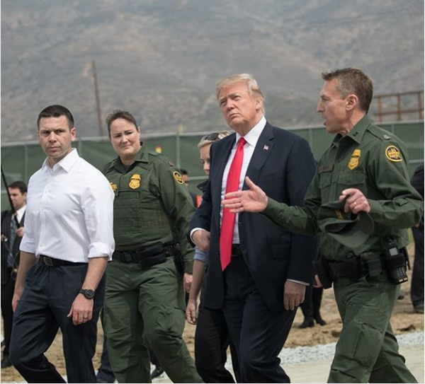 Donald_Trump_visits_San_Diego_border_wall_prototypes_(2)